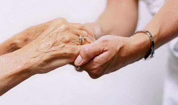 Γηροκόμος εσωτερική ζητείται στην Αργυρούπολη, Αθήνα (22-4)