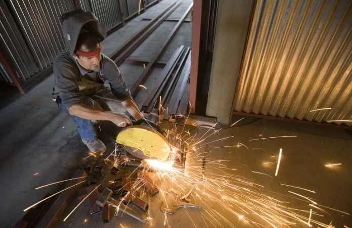 Σιδεράς μεταλλικών κατασκευών ζητείται στο Σχηματάρι, Βοιωτία (13-9)